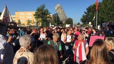 Protest-Versammlung vor der Regio-Zentrale am 09.09.2016 in Elmshorn